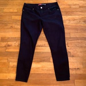 4/$40 - LONDON Black Low Rise Skinny Fit - Size 13